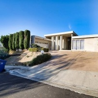 GREAT LOCATION SOUTH OF THE BLVD IN STUDIO CITY 2538 SQFT